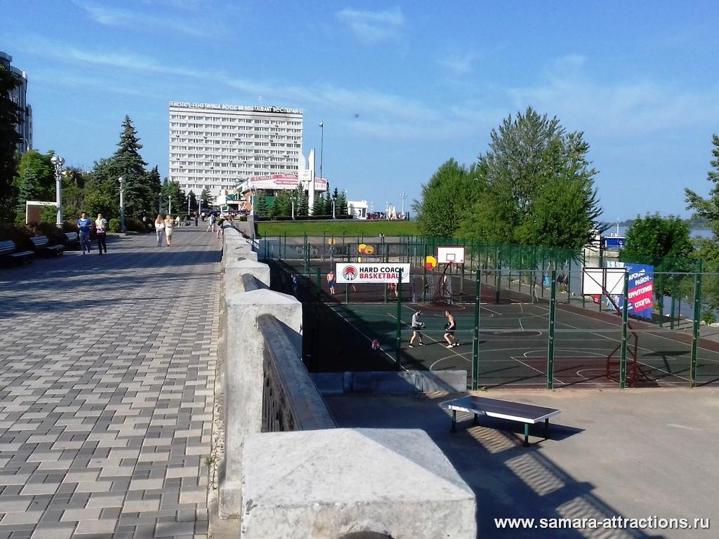 Спортивные площадки на набережной