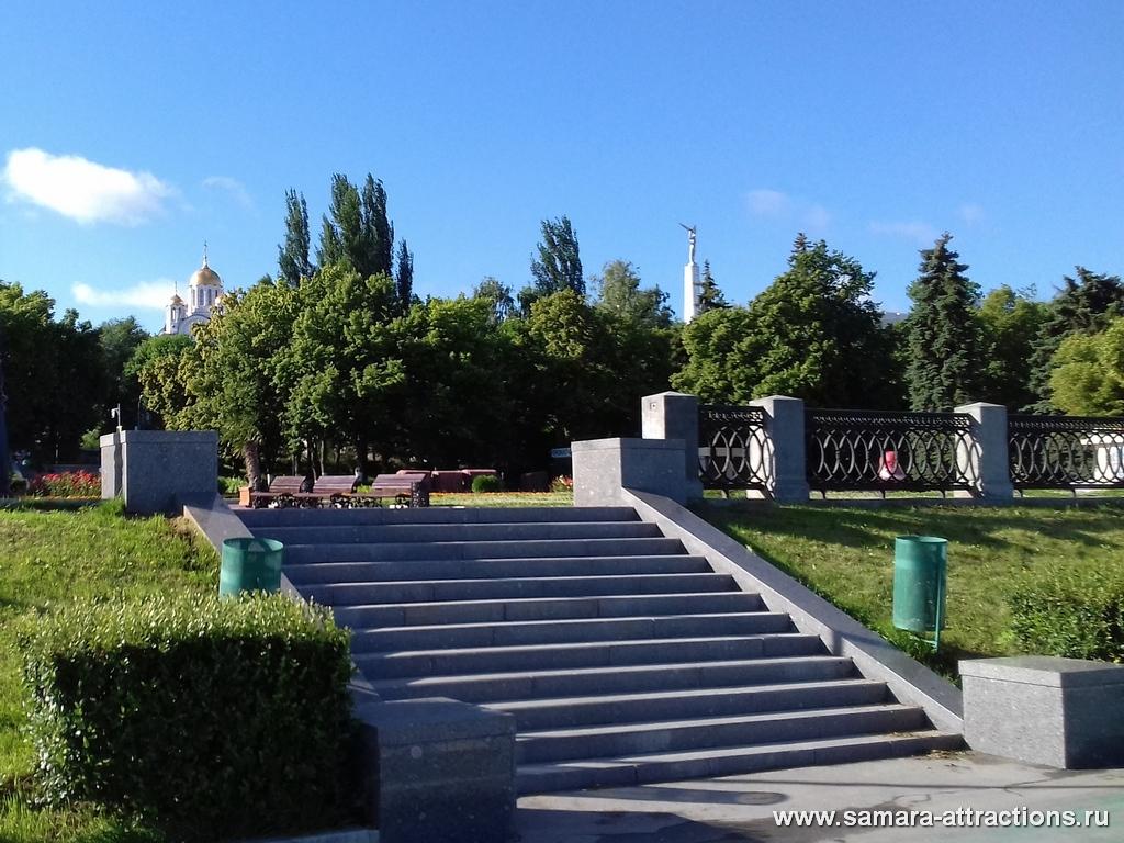 Вид с набережной на Монумент Славы