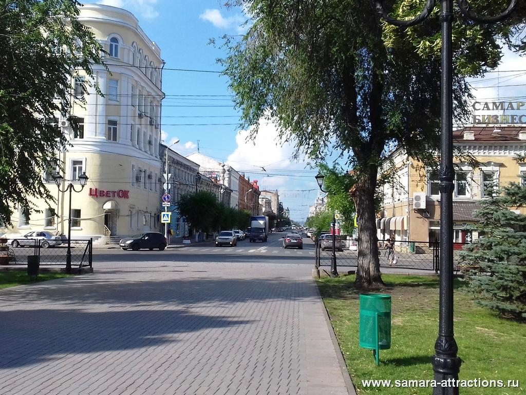 Вид с пл. Революции на ул. Куйбышева