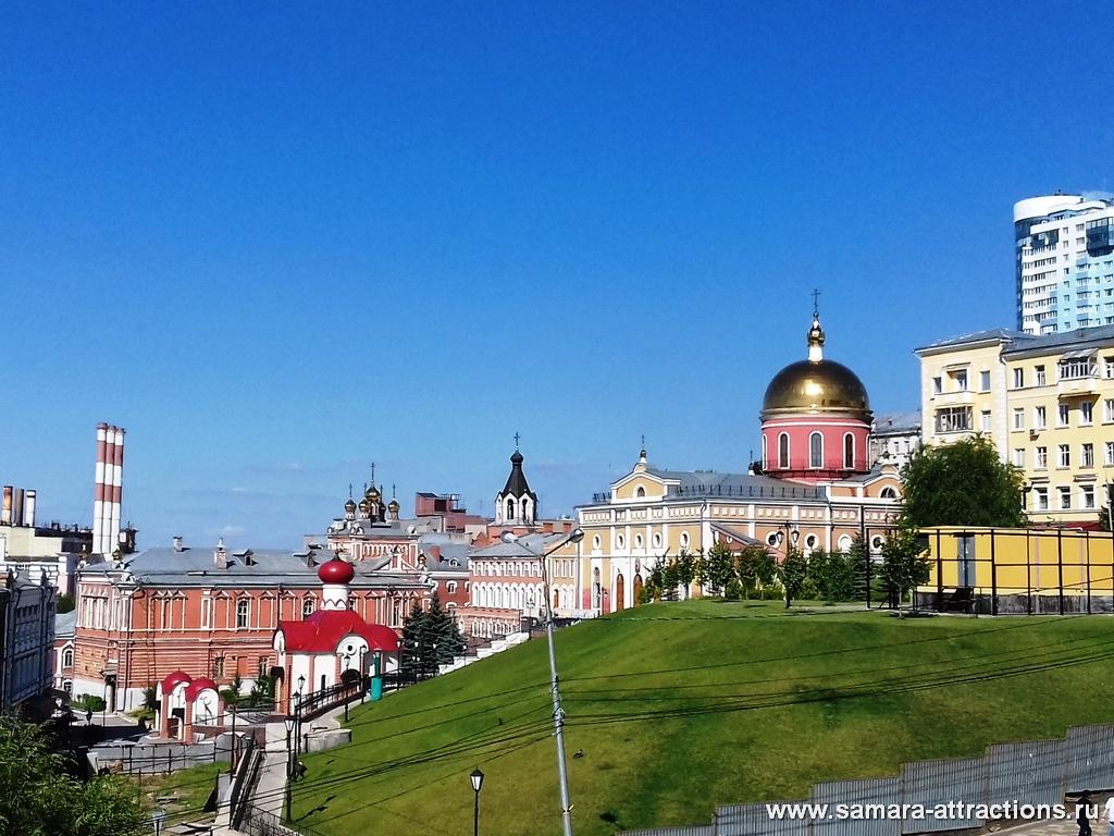 Вид из сквера Пушкину на Иверский монастырь