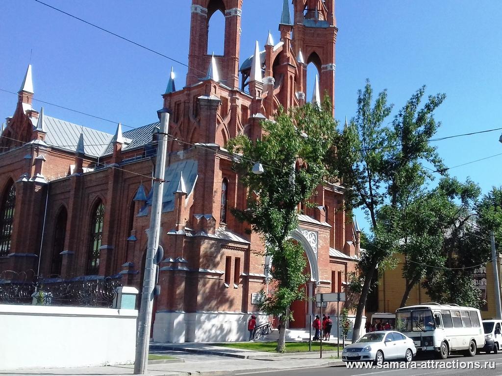 Польский костел - действующий католический храм в Самаре
