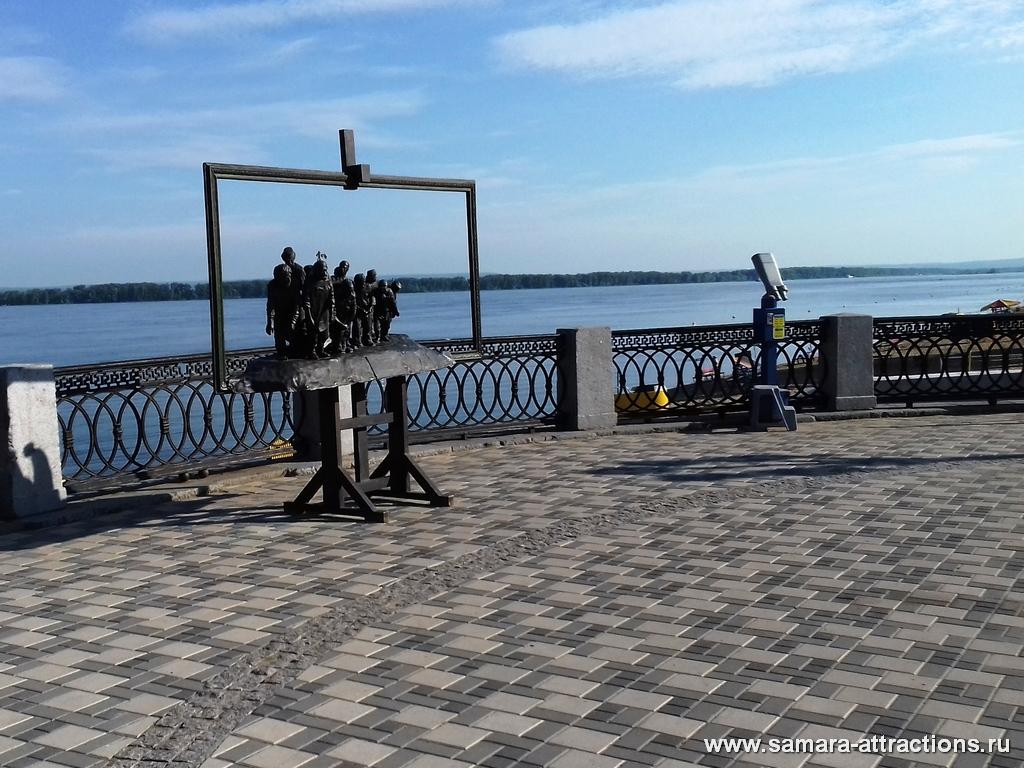 """Смотровая площадка и памятник """"Бурлаки на Волге"""" в Самаре"""