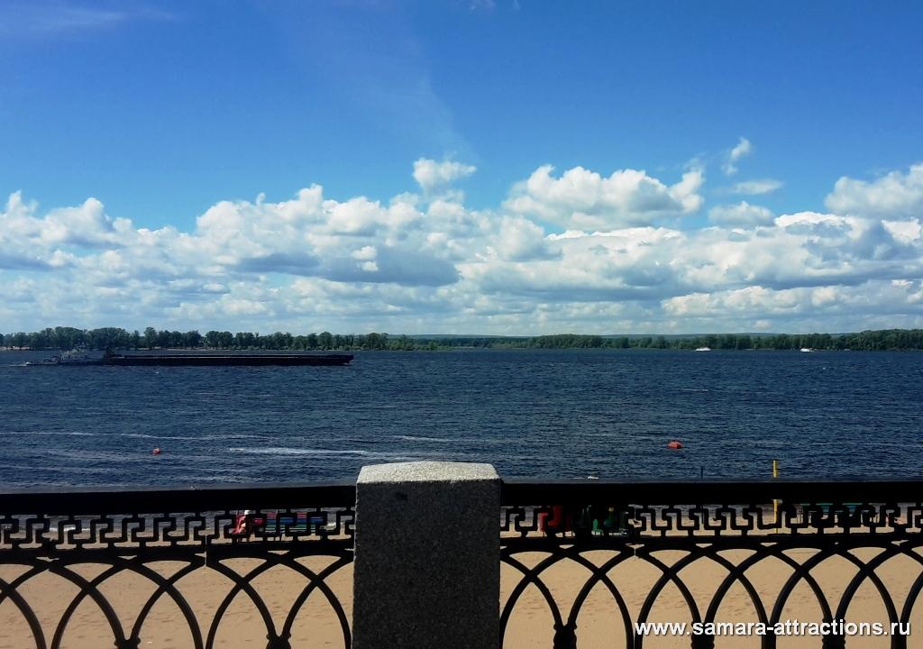 Вид на Волгу с набережной Самары