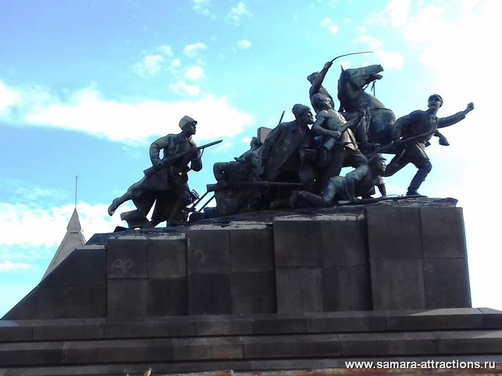 Скульптурная композиция на пл. Чапаева в Самаре