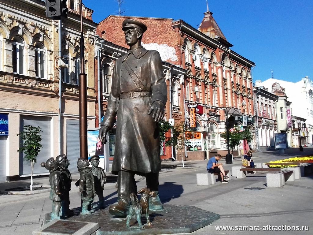 Памятник Дяде Степе на ул. Ленинградской