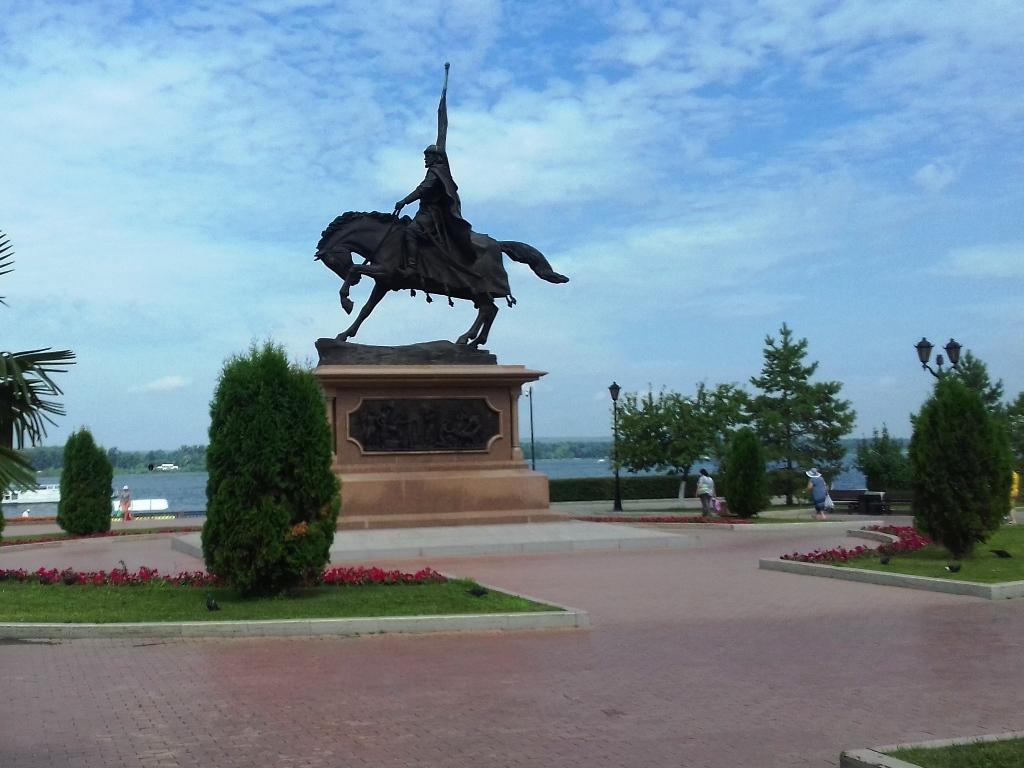 Памятник Григорию Засекину на набережной Самары